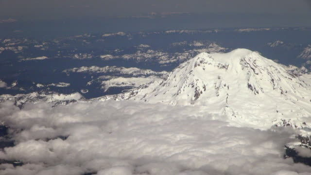 close-up: white snow covered mt. rainier in usa - mt rainier stock videos & royalty-free footage