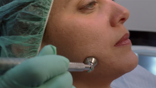 vídeos y material grabado en eventos de stock de close-up woman receiving laser treatment from plastic surgeon/ panama city, panama  - láser médico
