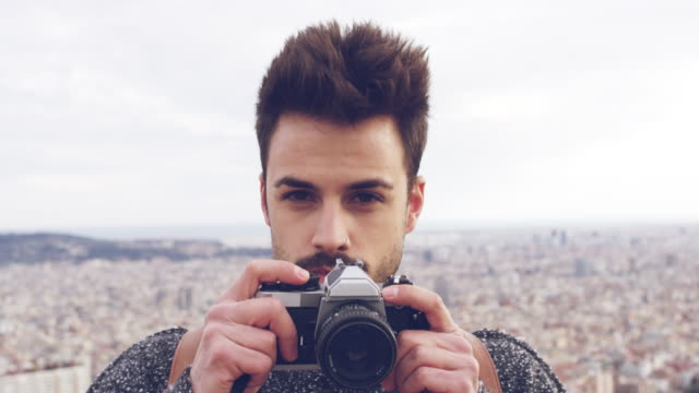 vídeos de stock e filmes b-roll de close-up young male tourist photographing outdoors - dolly shot