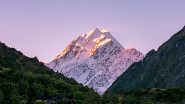 stockvideo's en b-roll-footage met close-up: mt cook berg in de schemering - schemering