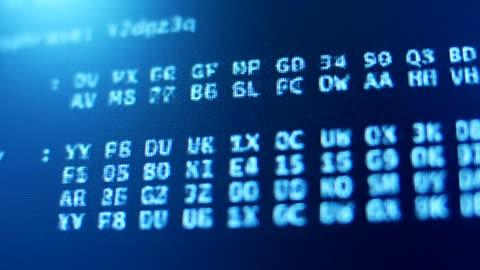 vídeos y material grabado en eventos de stock de estrecha-código: programa y descifrar los datos - pantalla de cristal líquido