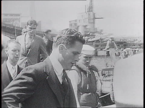 stockvideo's en b-roll-footage met close-ups of us naval volunteer cadets as they board boat head for training on the uss wyoming. - kadet