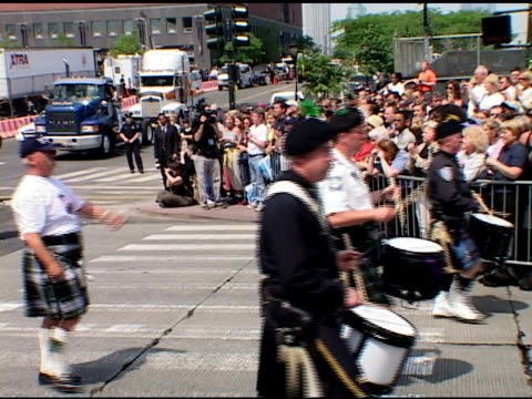 vidéos et rushes de closing ceremony at ground zero, may 30, 2002- nypd emerald society bagpipe & drum band lead police officers wearing blue hardhats, family members,... - cérémonie