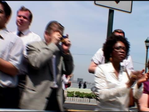 closing ceremony at ground zero, may 30, 2002- shaky onlookers applauding w/ serious & sad expressions, taking photos from behind police barricades.... - 11 september attackerna 2001 bildbanksvideor och videomaterial från bakom kulisserna