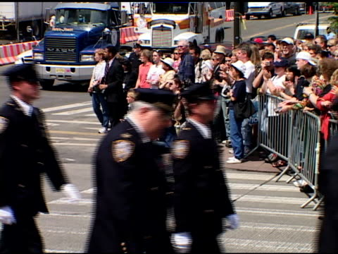closing ceremony at ground zero, may 30, 2002- vs procession of various law enforcement groups, firemen & other ground zero workers up west side... - attentati terroristici dell'11 settembre 2001 video stock e b–roll