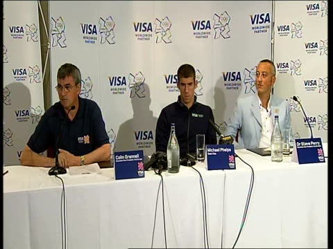 closing ceremony / handover to london: michael phelps press conference and interviews; michael phelps sat listening to colin grannell introducing him... - 2008年北京夏季オリンピック点の映像素材/bロール