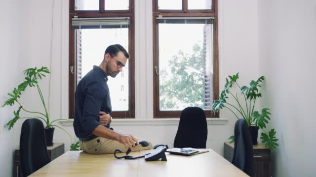 stockvideo's en b-roll-footage met deals sluiten met slechts één gesprek - landline phone