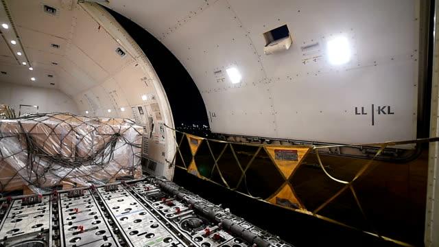 closing door cargo aircraft - cargo aeroplane stock videos & royalty-free footage