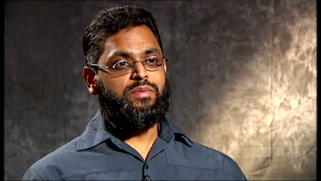 vídeos de stock, filmes e b-roll de closure of guantanamo bay prison camp priority for obama administration england int moazzam begg interview sot testimony from these people has come... - moazzam begg
