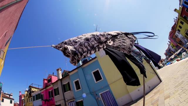 vídeos y material grabado en eventos de stock de hd super cámara lenta: cuerda de tender la ropa en venecia - hacer la colada