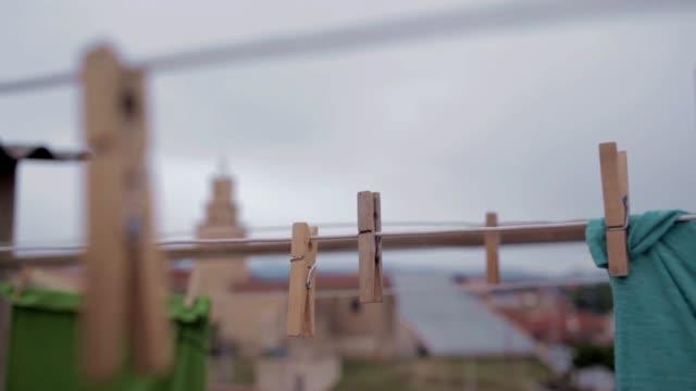 stockvideo's en b-roll-footage met clothespin landscape - wasknijper