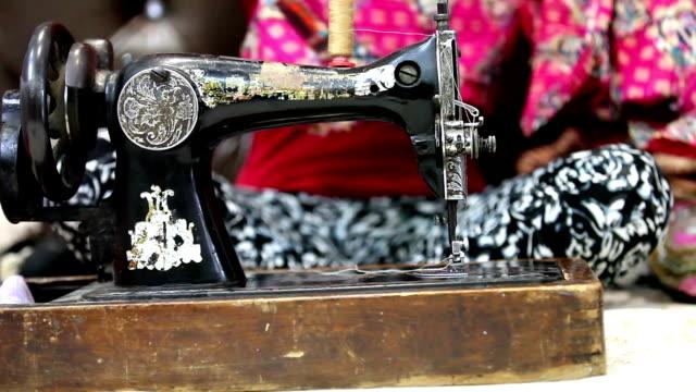 cloths sewing machine - macchina per cucire video stock e b–roll