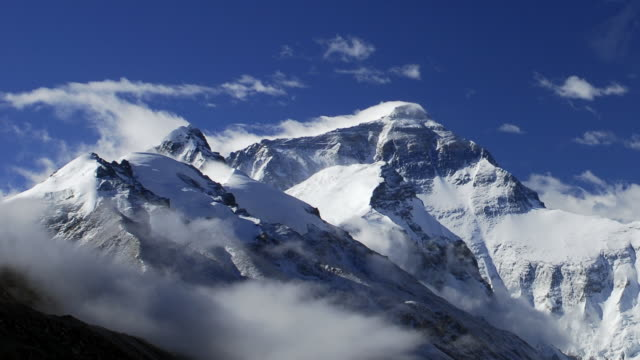 stockvideo's en b-roll-footage met cloud drifts over himalayas and mount everest, tibet, china - mount everest