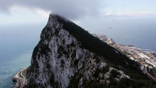 stockvideo's en b-roll-footage met cloud formations at the rock of gibraltar - gibraltar iberisch schiereiland