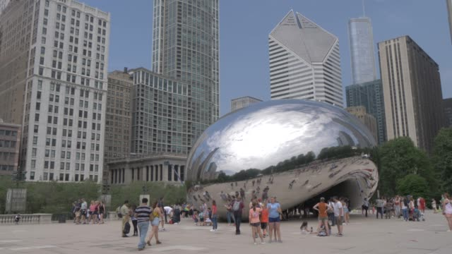 cloud gate (the bean), millennium park, downtown, chicago, illinois, united states of america, north america - millennium park chicago bildbanksvideor och videomaterial från bakom kulisserna