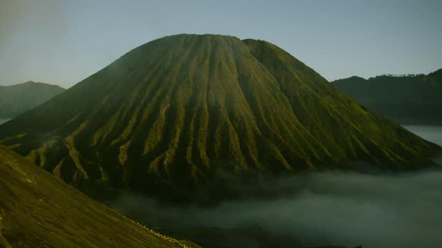 cloud in front of mount batok, java. - kegel stock-videos und b-roll-filmmaterial