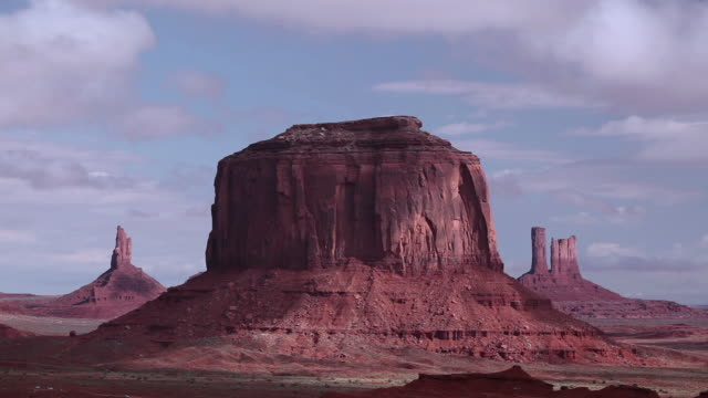 t/l cloud movement over the red rocks of monument valley / kayenta, arizona, united states - mesa stock videos and b-roll footage