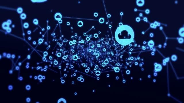 vídeos de stock, filmes e b-roll de rede de nuvem e computação - homem e máquina