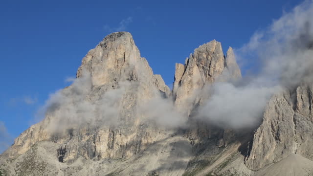 cloud over the dolomite mountains - canazei video stock e b–roll