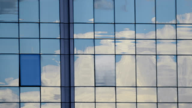 TIMELAPSE: Cloud reflection on glass facade