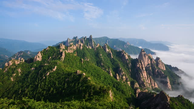 cloud sea in gongnyong ridge (dinosaur ridge) of seoraksan mountain / gangwon-do, south korea - mountain peak stock videos & royalty-free footage