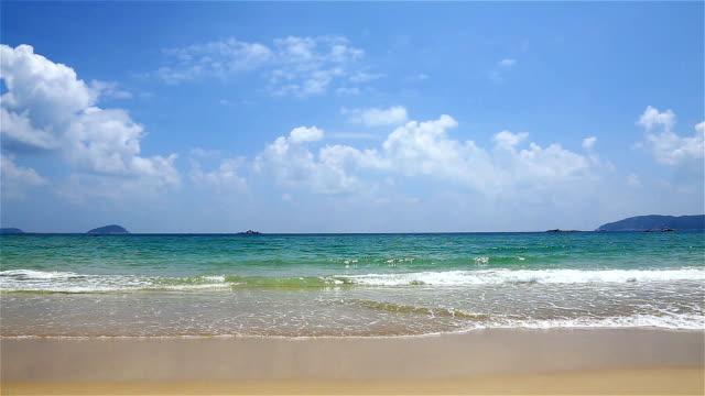 vídeos y material grabado en eventos de stock de nube sol mar playa cielo - vista de frente