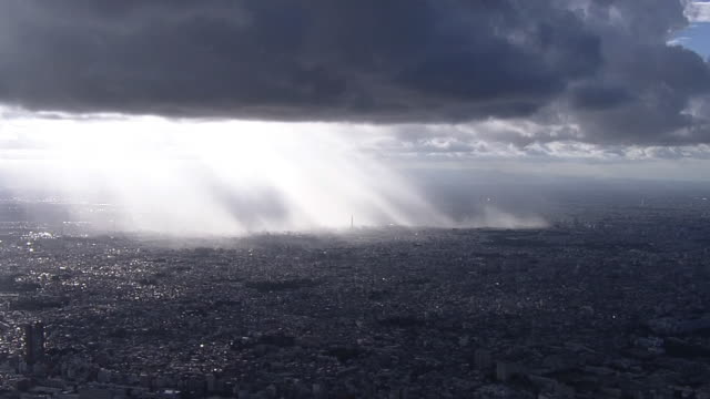 aerial, cloudburst, tokyo, japan - raggio di sole video stock e b–roll