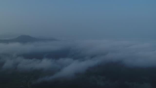 clouds above dumulmeori area at dawn / yangpyeong-gun, gyeonggi-do, south korea - grainy stock videos & royalty-free footage