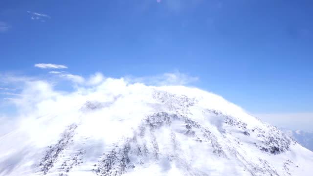 雲の高い山