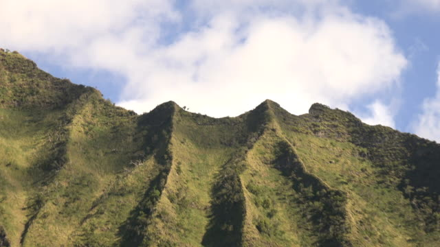 clouds above kauai island coastal mountains - butte rocky outcrop stock videos & royalty-free footage