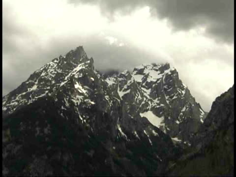 cu, clouds above snow capped teton mountain peaks, grand teton national park, wyoming, usa - grand teton stock-videos und b-roll-filmmaterial