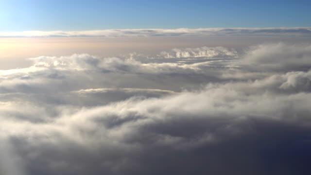 雲-航空機 pov - 方向点の映像素材/bロール