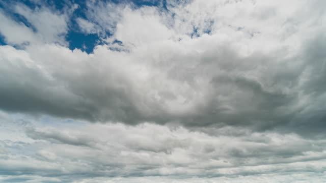 vídeos y material grabado en eventos de stock de nubes y cielo azul en movimiento 4k lapso de tiempo. - el cielo