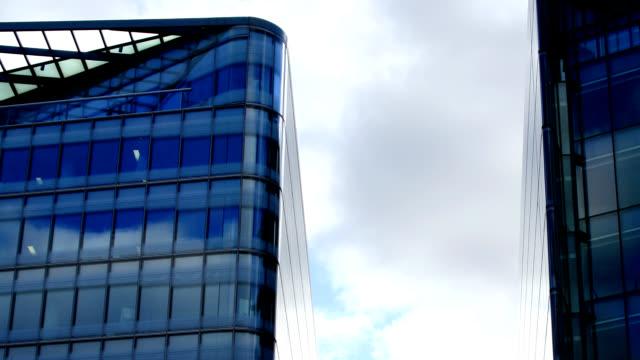 Wolken und Glas HD