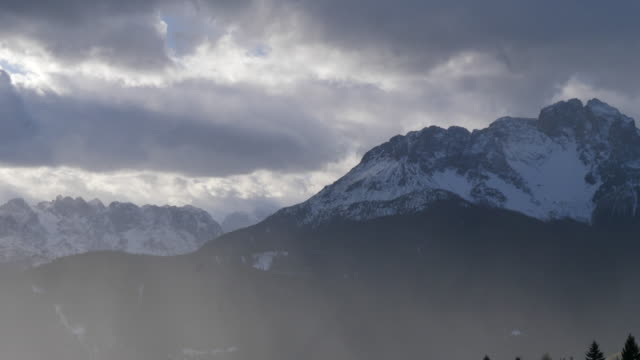 vídeos de stock, filmes e b-roll de clouds and landscape nature in the mountains during winter. - goodsportvideo