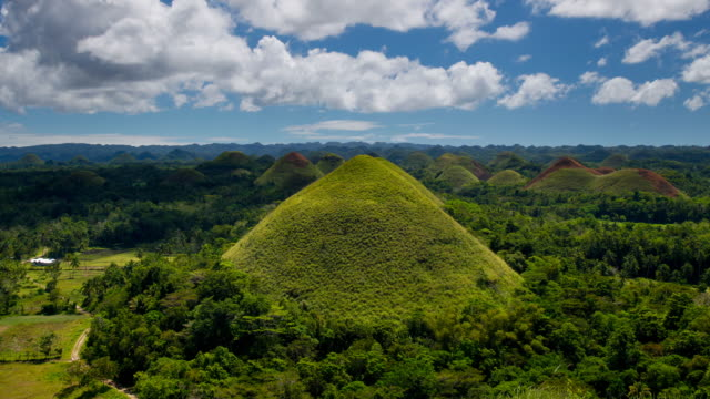 vidéos et rushes de t/l, ws, ha, zo, clouds and shadows passing over the chocolate hills / bohol, philippines - unesco