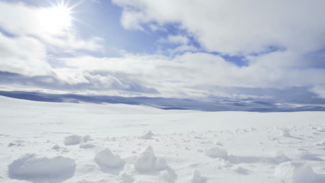 clouds and sun moving across the valley of the hardangervidda in norway - clima polare video stock e b–roll