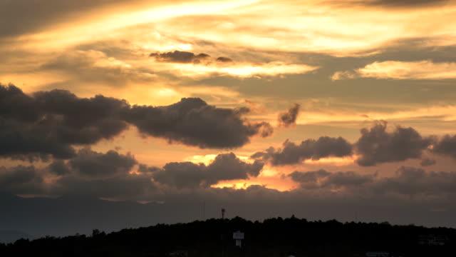 Nuvole e sole sulle montagne, Time Lapse