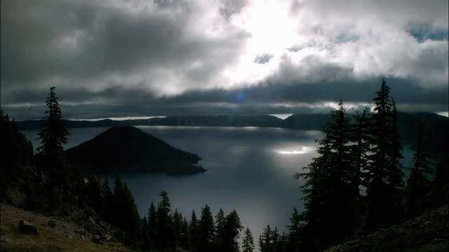 stockvideo's en b-roll-footage met t/l, ws clouds and sun over lake and hills, grand teton national park, wyoming, usa - grand teton national park
