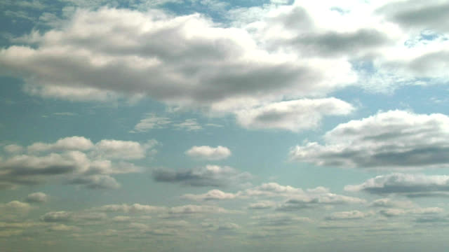 vidéos et rushes de clouds and wind shear, timelapse - altocumulus