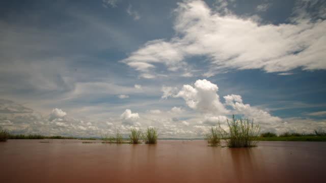 "vidéos et rushes de clouds billow over lake alaotra, madagascar - ""bbc natural history"""