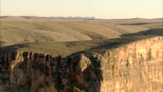 clouds cast shadows on the plateaus of the grand canyon. - grand canyon national park点の映像素材/bロール
