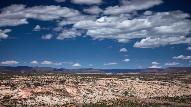 大階段エスカランテの岩の風景に影を落とす雲 - タイムラプス - グランドステアケースエスカランテ国定公園点の映像素材/bロール