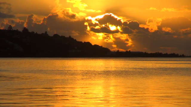 clouds covering the sunset in tahiti - tahiti video stock e b–roll