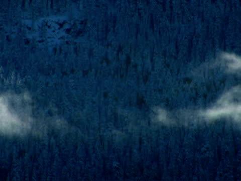 vidéos et rushes de ws t/l clouds dispersing - répandre