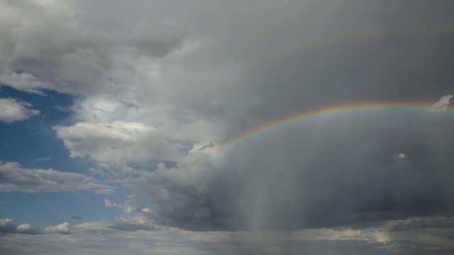 ws t/l clouds, double rainbows, and rain / flagstaff, arizona, usa - 虹点の映像素材/bロール