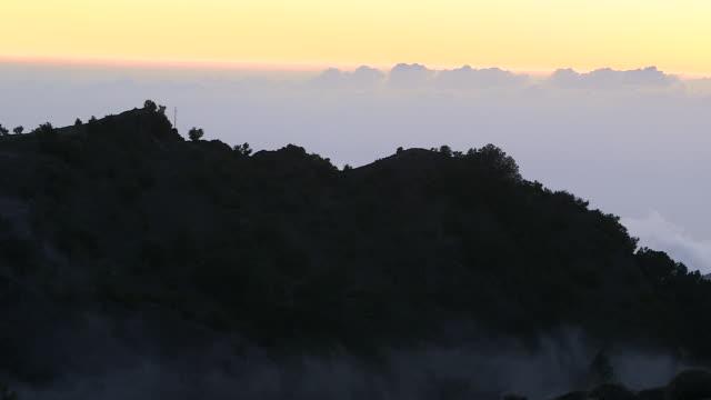 vídeos de stock, filmes e b-roll de clouds drift across the mountains on the island of el hierro. - hierro