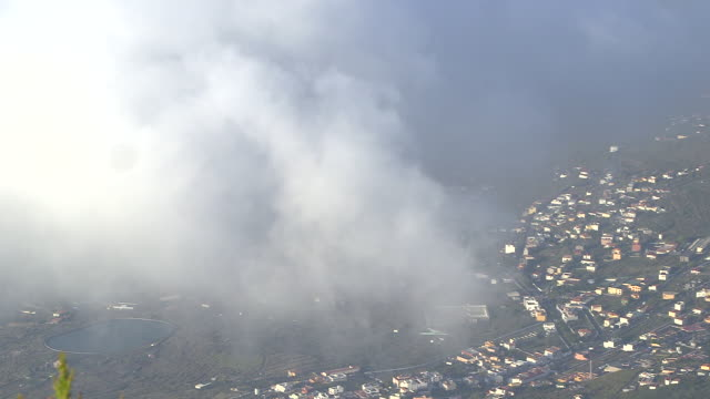 vídeos de stock, filmes e b-roll de clouds drift over the town of frontera on the island of el hierro. - hierro