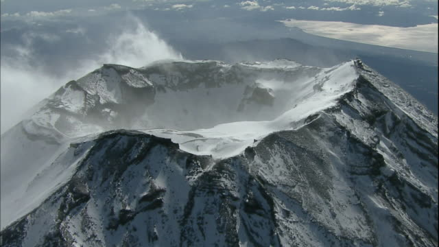 clouds encircle the crater at the summit of mt. fuji. - mt fuji stock videos & royalty-free footage