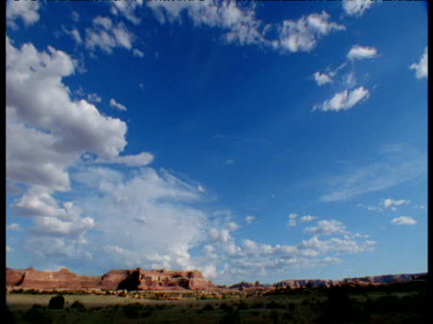clouds form and billow over landscape arizona - südwestliche bundesstaaten der usa stock-videos und b-roll-filmmaterial